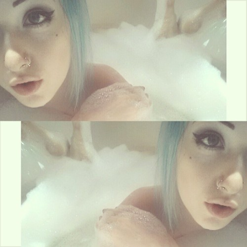 obeyziggy:  criddagucci:  bath selfies  oh hey