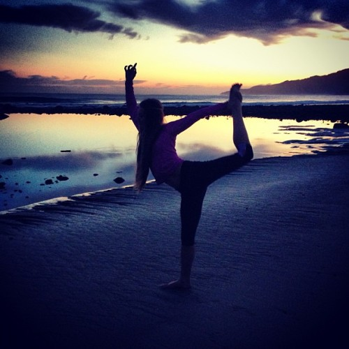 Started our day with a little #yoga and an incredible #sunrise over the ocean. #vivalamexico #salyulita @carvedesigns