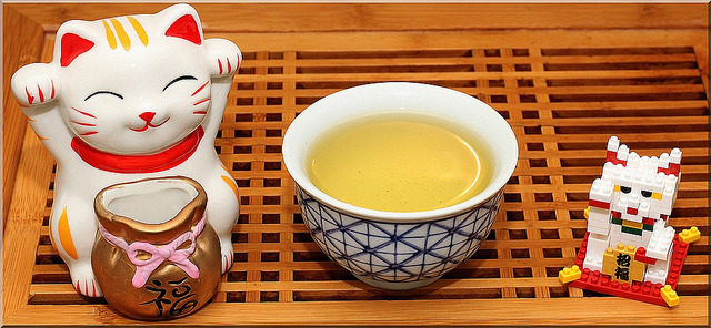 Morning sencha and Maneki Nekos by Elbæk on Flickr.