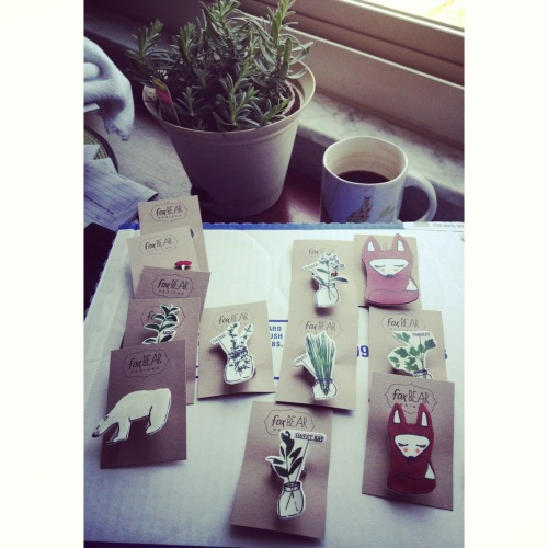 New line of brooches and earrings for fox bear design's spring collection is going up in the shop in the coming week! I'm excited about this new way of showing my illustrations through jewelry. Stay tuned!