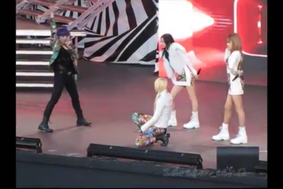 [Fancam] #2NE1 (Fire, Can't Nobody, and I Am The Best rehearsal) http://youtu.be/KOvvRDCJEmk