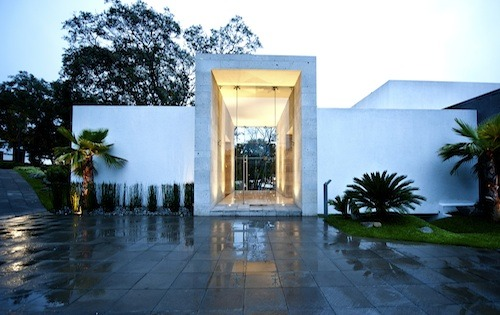 Inviting The Canada House by GrupoMM (Carlos Magaña and Mauricio Magaña) in Mexico City. (via Home Design Find)