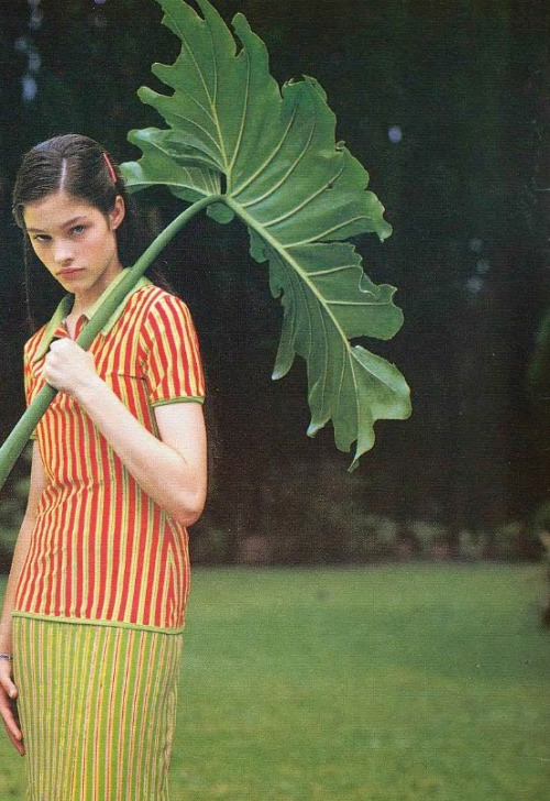 shoulderblades:  lonneke engel by bruce weber for versus spring/summer 1996