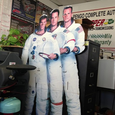 Getting a smog check with the lead actors from Apollo 13. #tomhanks #latenightattheappollo #apollocreed
