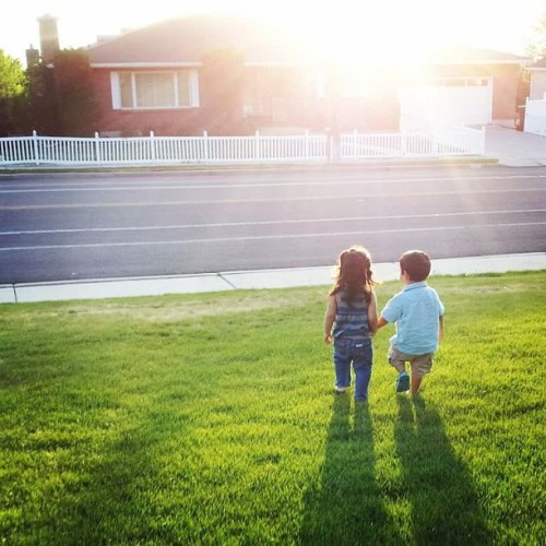 9gag:  My 2 year old boy and his friend. 👫