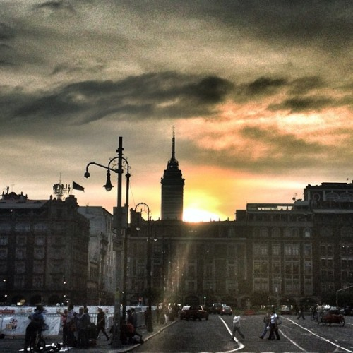 #sunset #zocalo #mexico #mexican #mextagram #sky #clouds #tower #building #architecture #instamex #love #instagood #me #tbt #cute #photooftheday #instamood #beautiful #picoftheday #igers #girl #instadaily #iphonesia #follow #tweegram #happy #summer #instagramhub #cartayen #followback  (en Plaza de la Constitución (Zócalo))