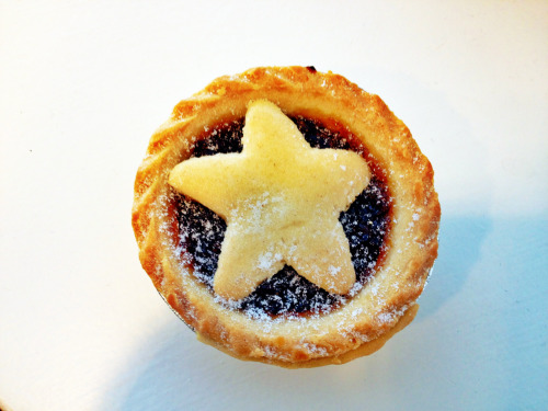 vegan mince pie from caffe nero in london.