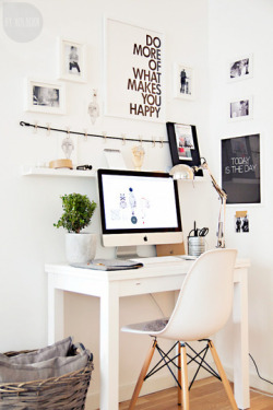bikesandgirlsandmacsandstuff:   (via 5 Black & White Home Offices That Are Anything But Boring | Apartment Therapy)