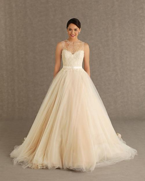 elegantfijianlovesfashion:  My dream wedding dress