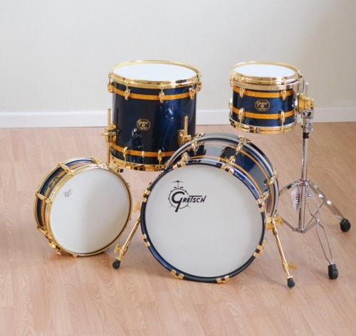 durgedrums:  Not usually a fan of blue, but this kit looks amazing.