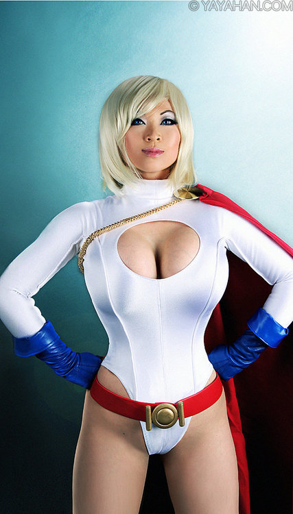 (via Cosplay&#160: YaYa Han est Power Girl - Pingouin Grincheux)