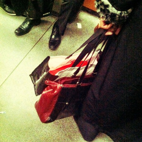 cadeau secret #silk #paper #red #subway  (at STM Station Beaubien)