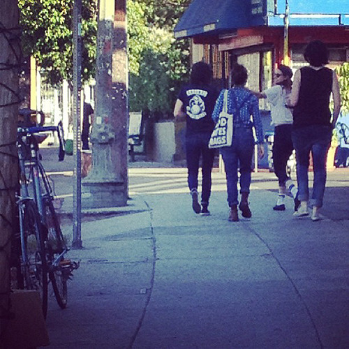 New Fan Picture of Kristen & friends out in LA (x)   her friend has a god hates bags tote. HAAAA SO AMAZING