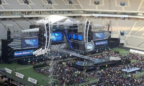 leftchopstick04:   130511 Seoul World Cup Stadium Dream Concert © cute_hyun89