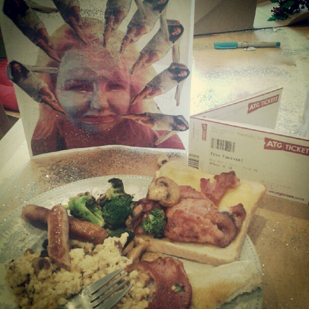 my friends/girlfriend are the fucking bomb #birthday #21st #hangover #breakfast #spicegirls #vivaforever