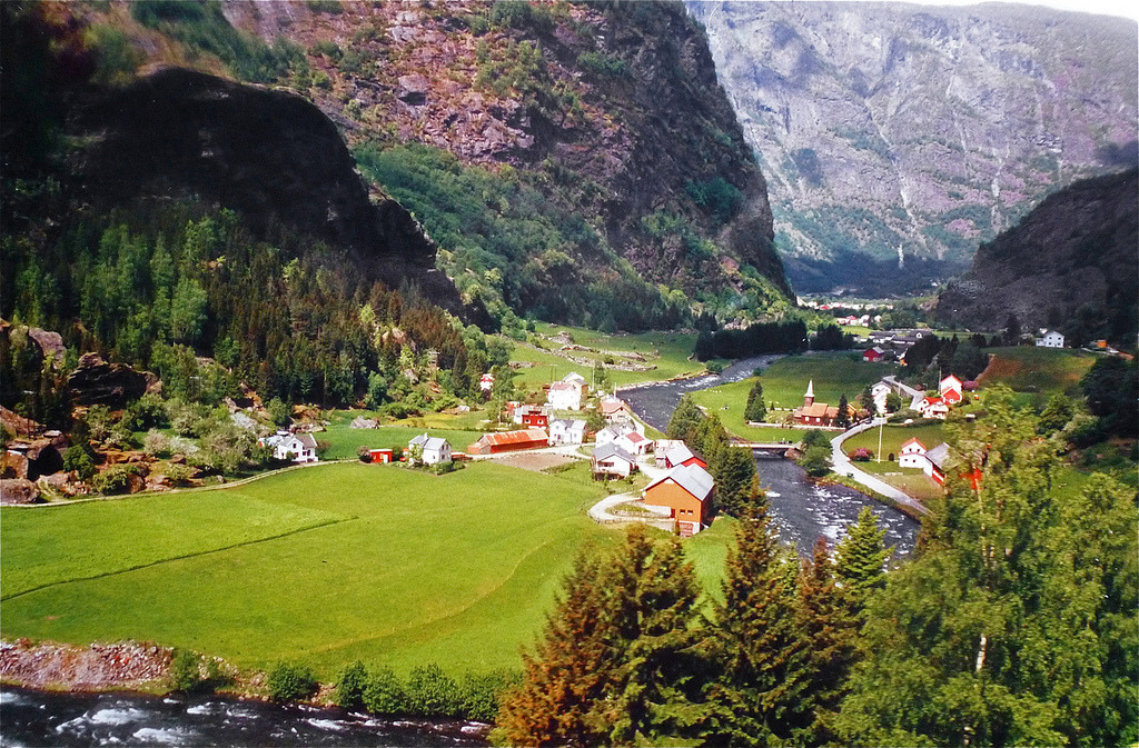 allthingseurope:  Flåm, Norway (by Pat L.314)
