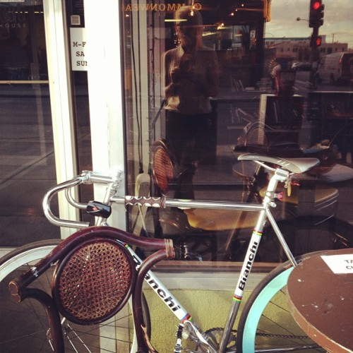 #peoplewatching #luckytable #coffee #bicycle #ride #bianchi #celeste ride erryday @alexandrialee22  (at The Beat Coffeehouse)