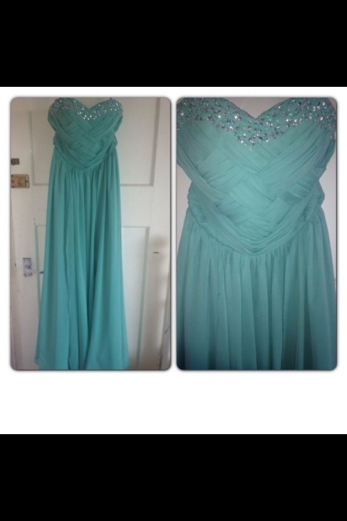 wastedromance:  Someone buy my prom dress off me! Only worn once Size 8 I'll take offers as I need the money!