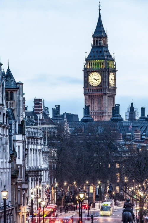 0rient-express:  Big Ben looking big. | by Paki Nuttah.