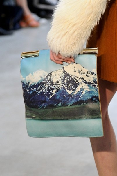 A landscape in a clutch.