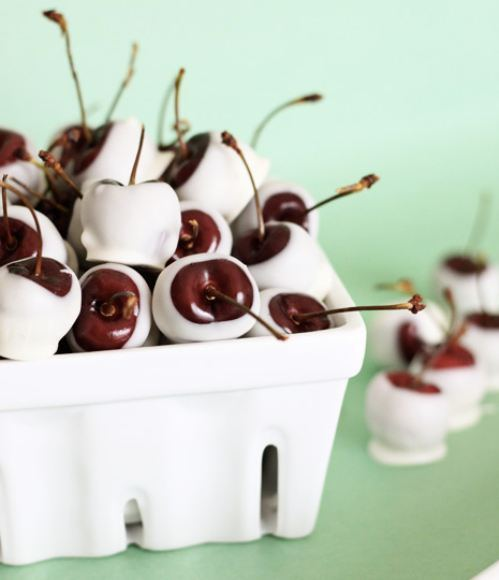 Recipe: Amaretto-Soaked White Chocolate Cherries