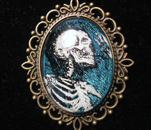 wearifyoudare:  $10.00 Hand Painted Skeleton Pendant By Slink Skull Studios