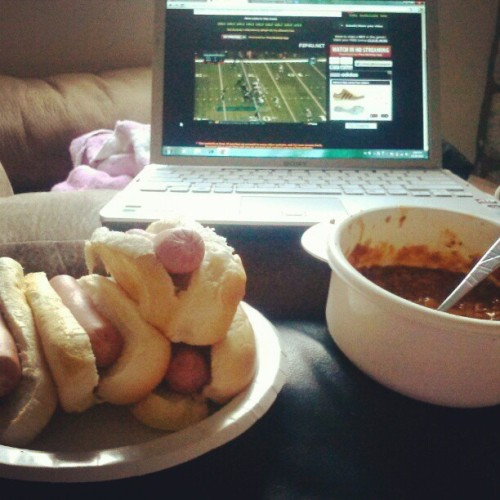 Rams game nd chili dogs..#ChillSunday #Stl #Food