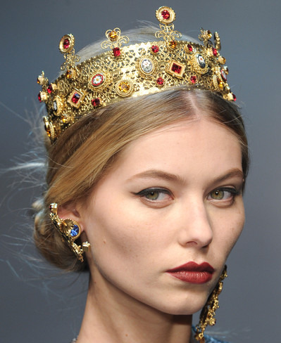 Ruby encrusted crown for the Lannister Queen, dolce and gabbana