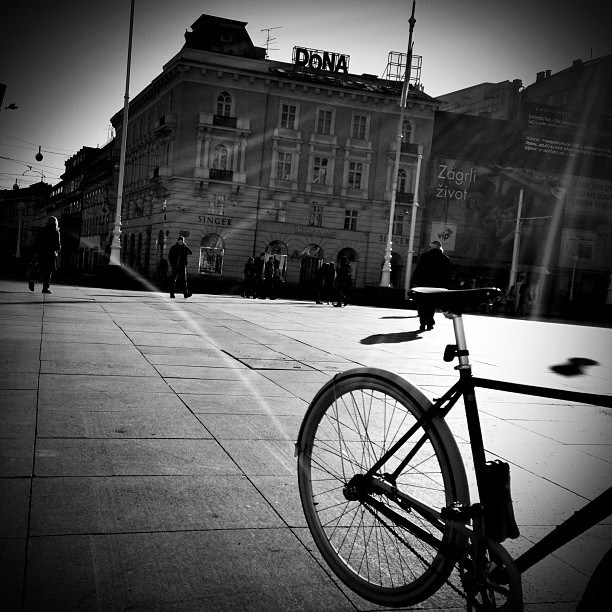 Trg bana Josipa Jelačića #bw #ban #blackandwhite #black #white #jelacic #bike #ride #sun #light #cro #croatia #crostagram #zg #zagreb