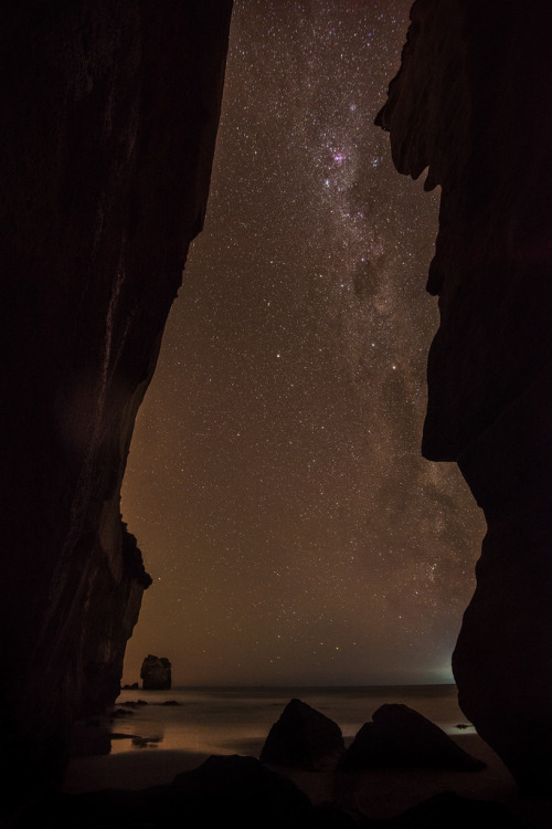 llbwwb:  from tunnel beach with milkyway (by Stefan Mutch)