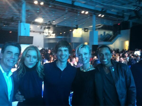 @Team_HillHarper: Our @HillHarper and the rest of #CovertAffairs cast @TheKariMatchett @ChrisGorham @petergallagher @PiperPerabo pic.twitter.com/5TC7TZJshB