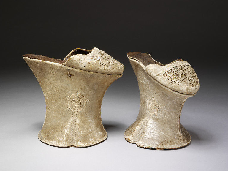 Chopines c.1600 Italy V&A Collections (via fashionsfromhistory:)