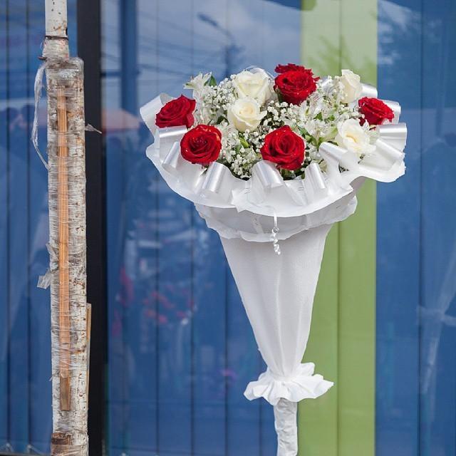 Wanna buy flowers wrapped in paper? Come to Tbilisi!#Tbilisi #Georgia #tiflis #wollenrosekaufen #vscotbilisi #vsco #gescheenke #Blumenstrauß #flowers #flowerstagram #rose #rosenstrauß #market #blüten #pappdach #blümchentraum #liebesbeweis #papierhülle #streetphotography #georgienSee more: @georgialovesus