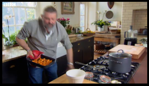 watching the Hairy Bikers Everyday Gourmet on the BBC … love their kitchen!!