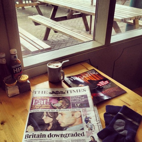 Glove cold • it's freezing! • hot steamy latte with today's issue of The Times • #mudchutekitchen #mudchutefarm #isleofdogs #londondocklands #eastlondon #london #england #greatbritain #unitedkingdom #thetimes #thetimesmagazine #gloves with integral screen cleaner & touch capacitive fingers & thumbs #latte #mug #straw #froth #table #window #bench #condiments #thebritishwinter #winter #morning • 1130am • #23rdFebruary #2013 #valencia #lux #st #thest • still ❄ • (at Mudchute Kitchens)