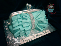 Annette aka Queens of Sweet is the go to for fashionable cakes.  I can't wait for Charlese Antoinette Jewelry to collab with her!  http://queensofsweet.com/