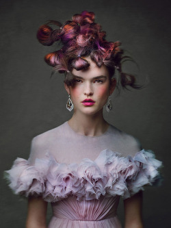 W Magazine – The Icing on The Cake Patrick Demarchelier shoots Juliana Schurig, Elena Bartels, Ondria Hardin, Cora Emmanuel and Zoe Colivas in an extreme hair story, styled by Edward Enninful, for the May '13 issue of W Magazine.