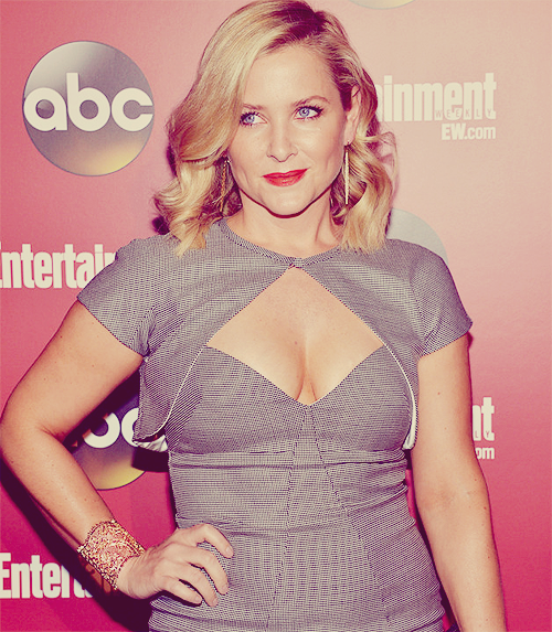Jessica Capshaw attends the Entertainment Weekly & ABC Upfronts at The General in New York City, New York (May 14, 2013)