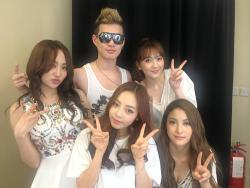 Choreographer yama5737 tweeted a pix taken with KARA in Macau