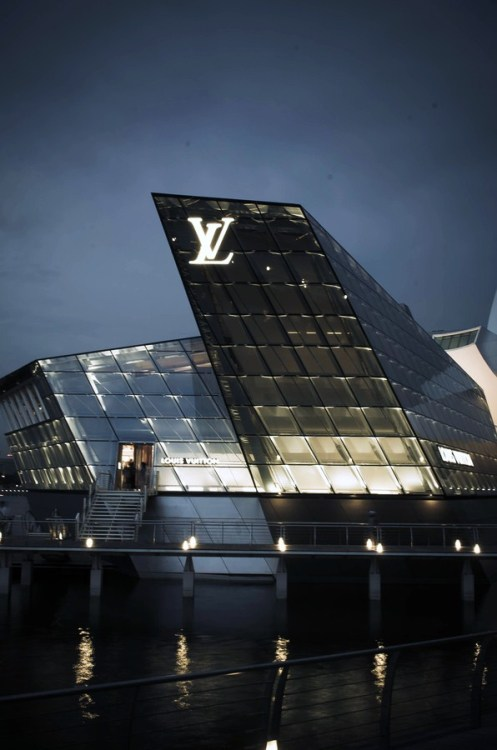 young-and-infamous:  Louis Vuitton | source