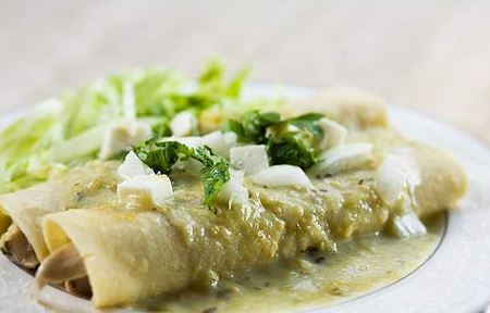 Feel like Mexican tonight? Try this great recipe for Chicken Enchiladas Verdes using John Soules Foods Rotisserie Style Chicken Breast Strips for great flavor and save prep time! Another shortcut for this recipe is to use already prepared bottled salsa verde. Let's eat! Recipe here —> http://bit.ly/147DW8a