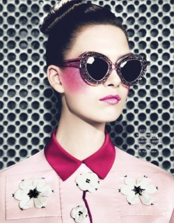 fuckyeahfashioneditorial:  Pointillism | Vogue Taiwan | April 2013 | Model Maria Palm | Photographer Yossi Michaeli