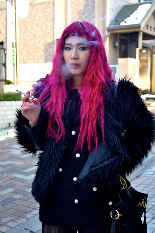 homoarigato:  i don't even like pink and i want that hair
