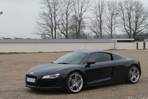 Alone and angry Starring: Audi R8 (by vmgt2 Supercars Photography)