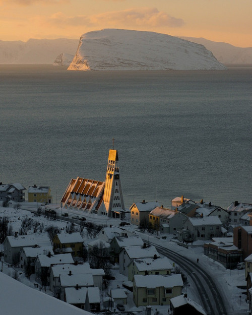 visitheworld:  Hammerfest sundown, Finnmark, Norway (by Richard Day).
