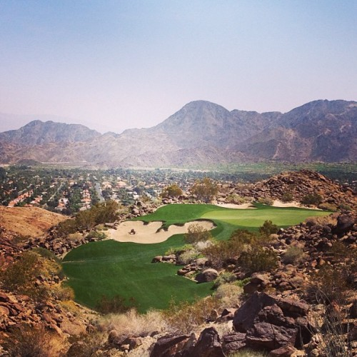 This view totally makes me wanna start playing golf !! #palmsprings #golf #california