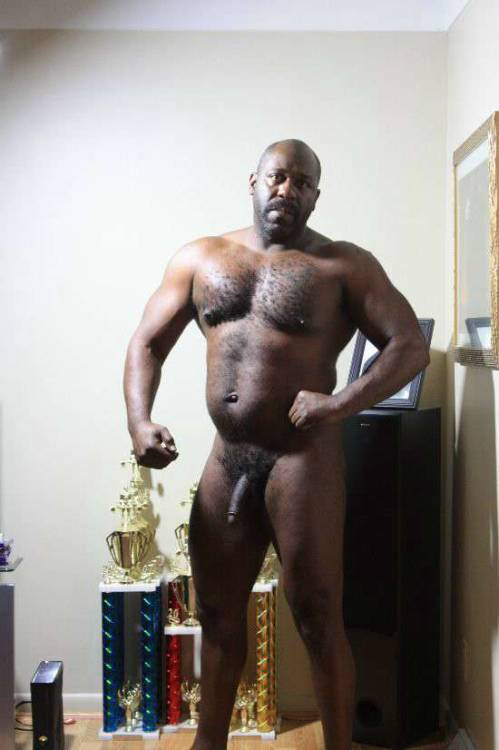 Hot older black daddy! Yummy