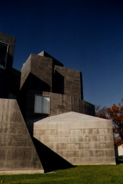 Toledo Museum of Art, Ohio, USA [arch. Frank Gehry] Before the Guggenheim, a smaller composition covered in lead.