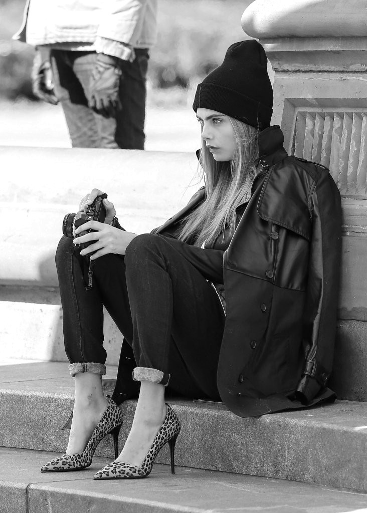black-and-white-fashion-world:  Cara