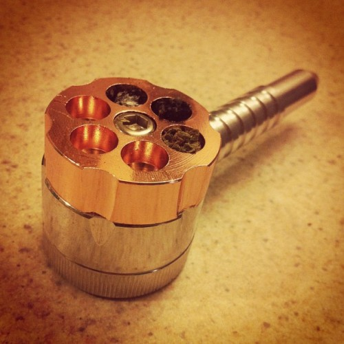 Revolver bowl with attached grinder